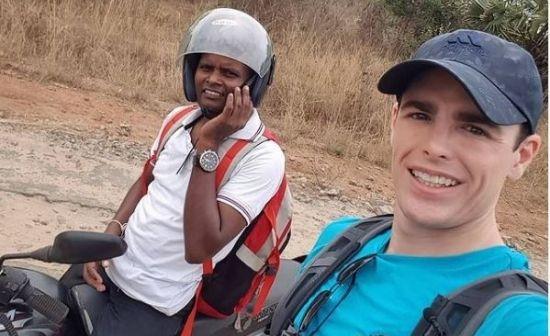 Dale Philip hitching in Sri Lanka