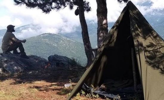 Bushcraft Gr camping in mountain Olympus